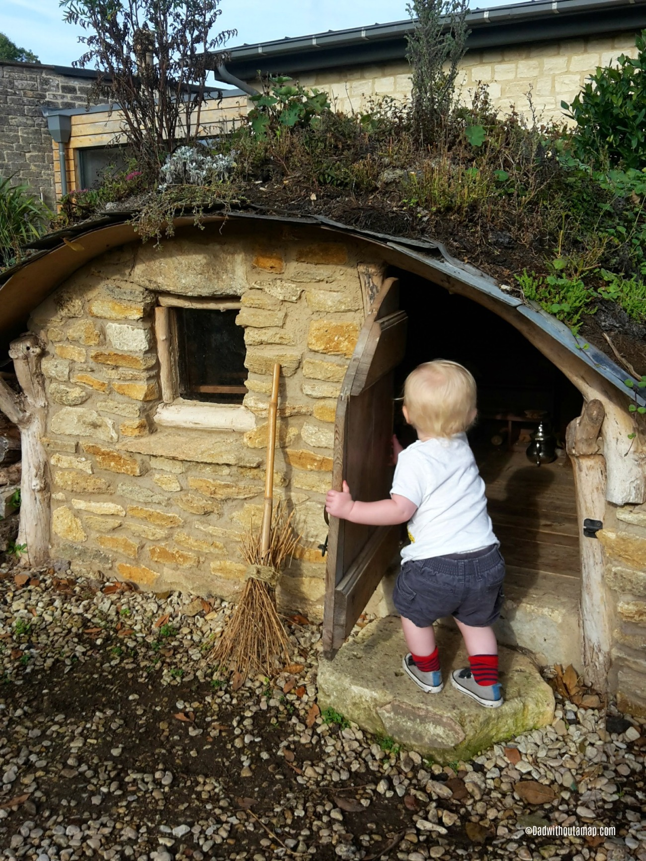 Frankie and the hobbit house 2.jpg